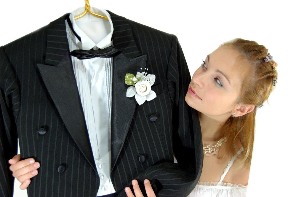 image Costume de marié : le queue-de-pie et le costume trois pièces
